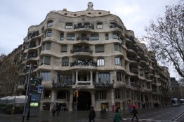 Few steps away there is another Casa - I think this one is even more famous. Casa Mila. It's not as colourful as the other one, but it's more curved and somehow raw and elegant.