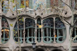 Just look at the details of this Casa. It does give a bit of an Alien-movie feeling, but it's not overdone. Well done Gaudi!