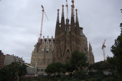 Taking a good picture without the cranes is close to impossible. So we will have to wait for few more years until the basilica is completed.