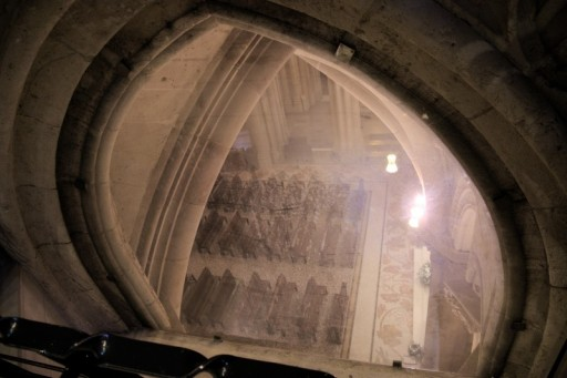 There is a rather deep and spacious crypt underneath the church. That's also the place where Gaudi was burried in 1926. He was hit by a tram inn Barcelona and died 3 days after. Crowds and crowds waved him goodbye at his last journey to his greatest heritage.