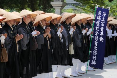 Hiroshima Peace Memorial Prays 4