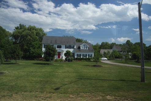 21. Niagara River Multimillion Dollar houses 3