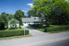21. Niagara River Multimillion Dollar houses