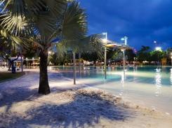 Cairns seaside pools 2